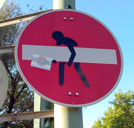 Street Art Verkehrsschild Modifikation